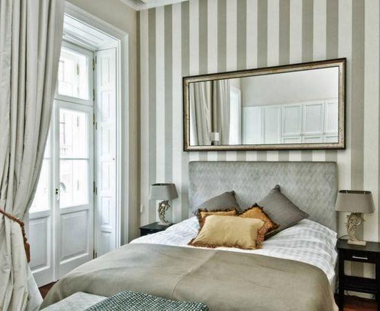 Фото - полосатые обои в спальне