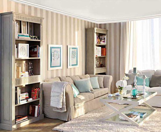 Фото - полосатые обои  гостиной