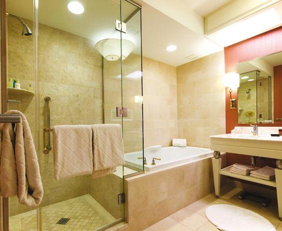 Дизайн ванной комнаты в нежных кремовых тонах