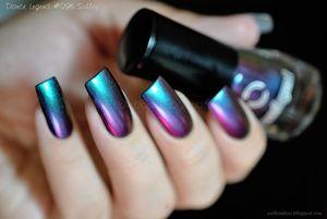 Фото - Лак-хамелеон на коротких ногтях