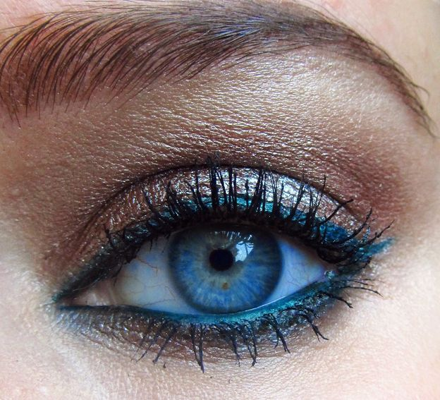 Фото - Голубая подводка глаз