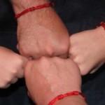 Красная нить на руке – зачем и как ее носить?