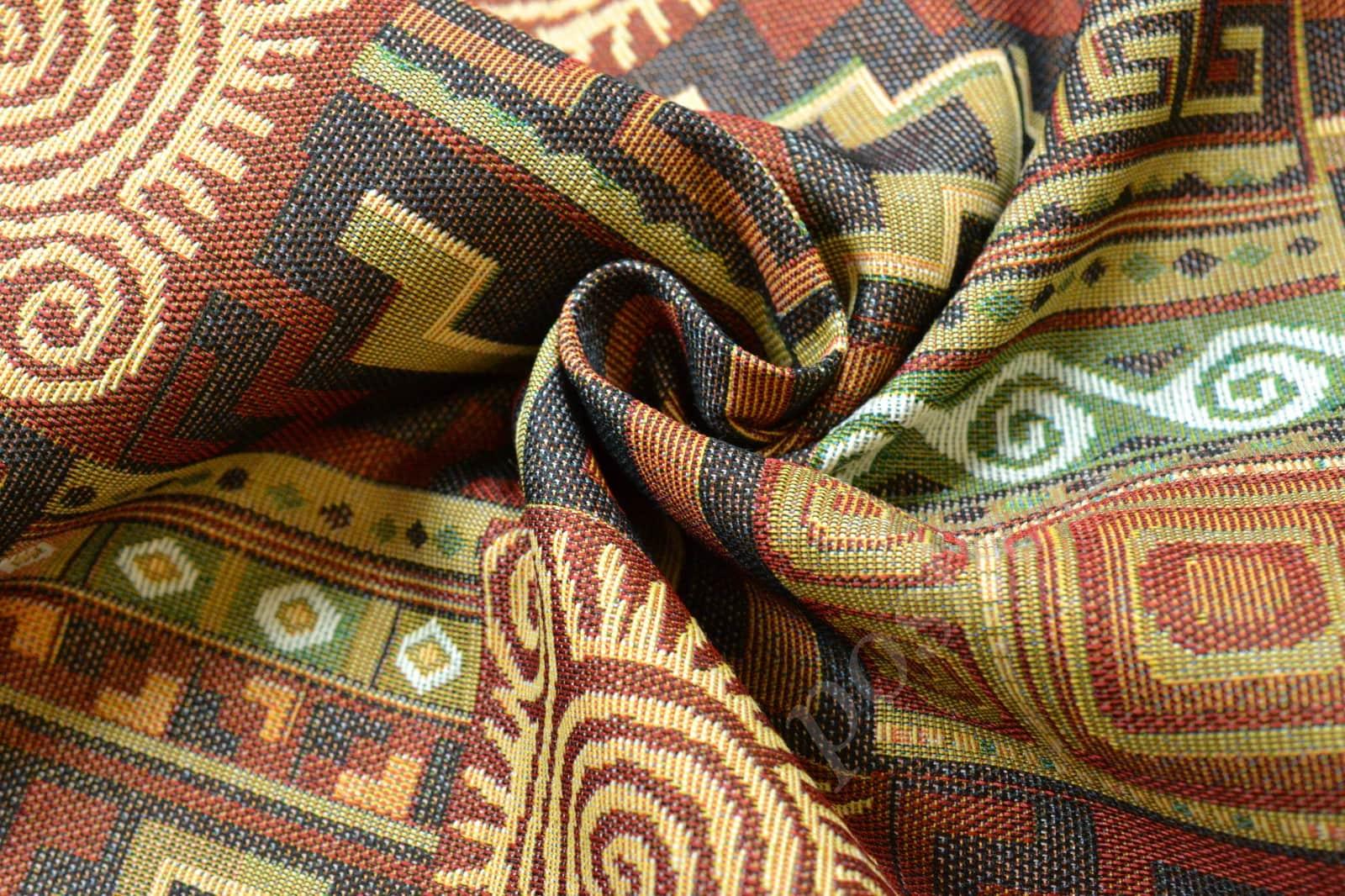Гобеленовая ткань на диване