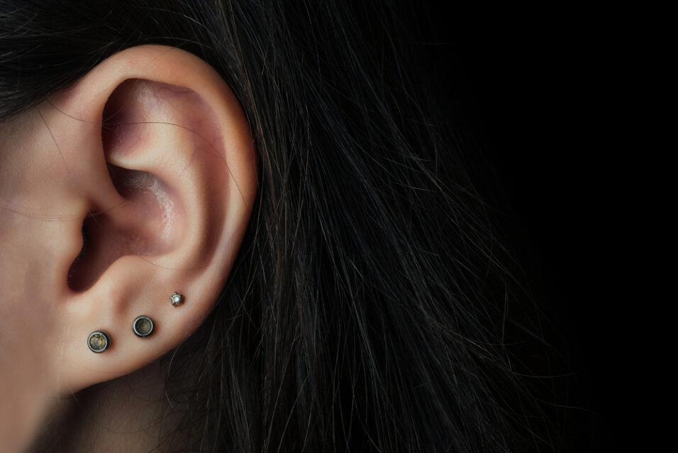 Возраст для прокалывания ушей