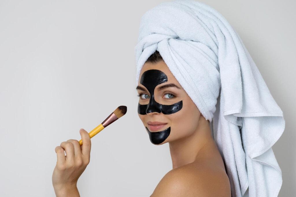 Чистка лица с помощью масок